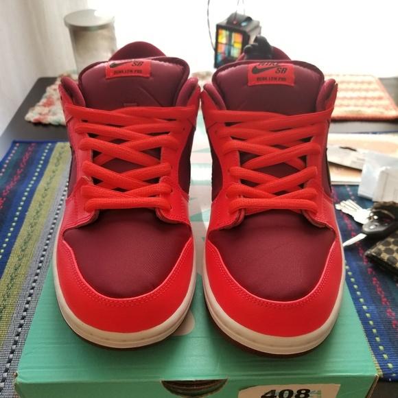 9a1c94620985 Nike SB Dunk Low Laser Crimson size 10.5 NEW. M 5c115a83534ef9bb5e26e95e